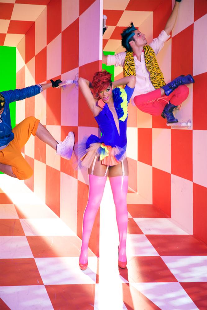 83088_RihannaDoritosLateNightCampaignBehindTheScenes_04_122_381lo.jpg