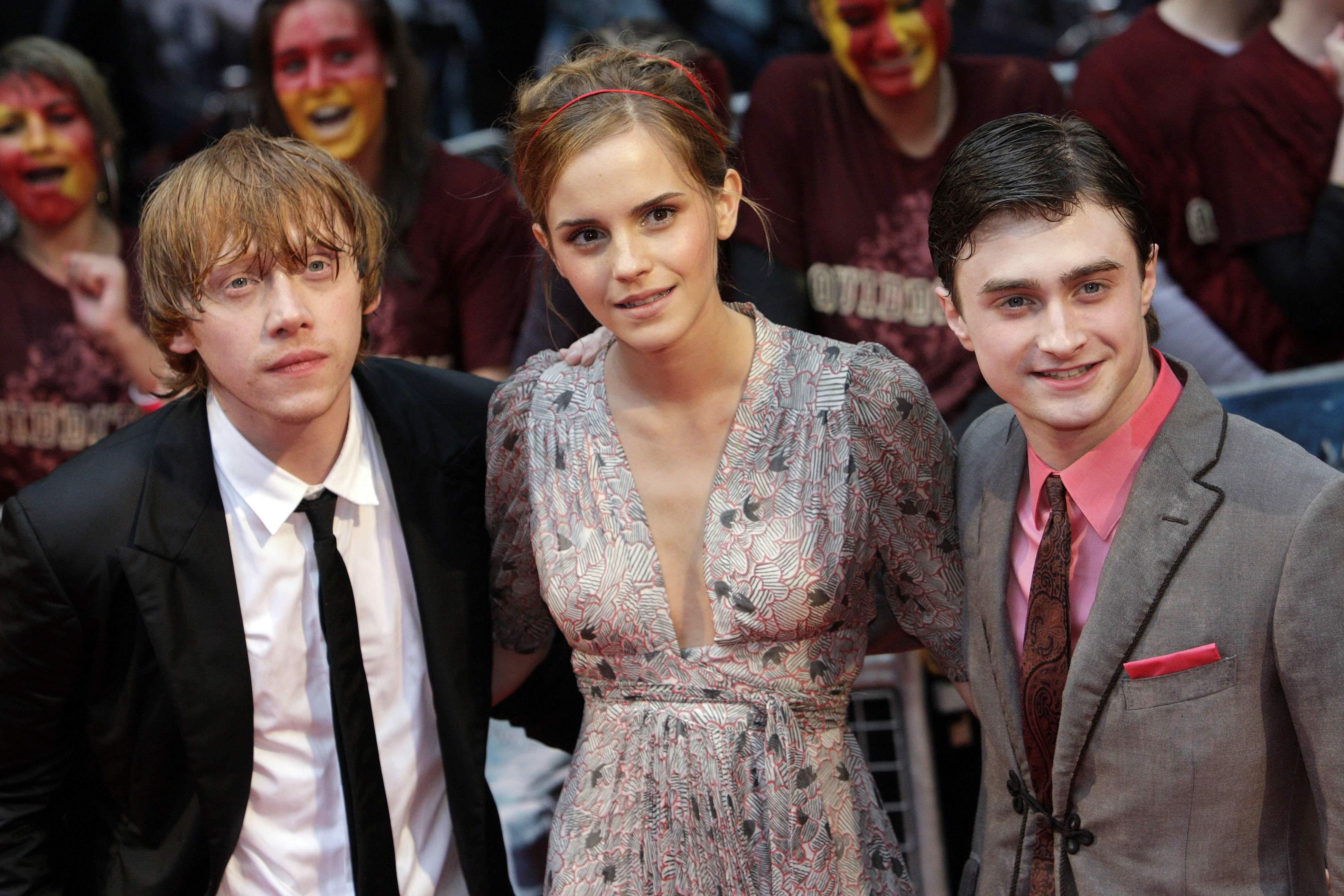 52278_Emma_Watson_HPaTHBP_premiere_in_London04087_122_405lo.jpg