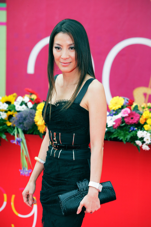 44128_Celebutopia-Michelle_Yeoh-International_Moscow_Film_Festival_closing_ceremony-08_122_1021lo.jpg