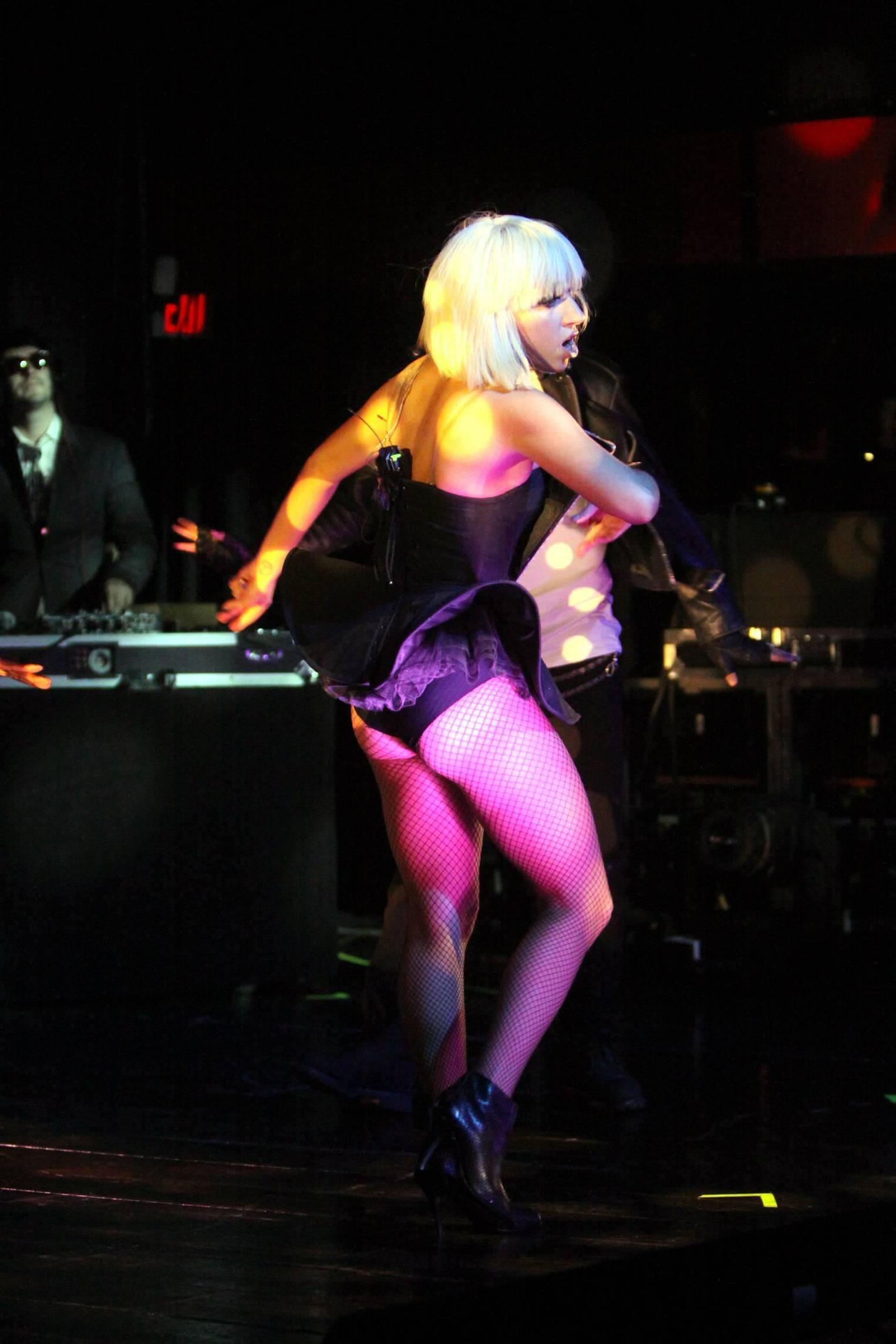 83962_Lady_GaGa_performs_at_Fort_Lauderdale-11_122_251lo.jpg