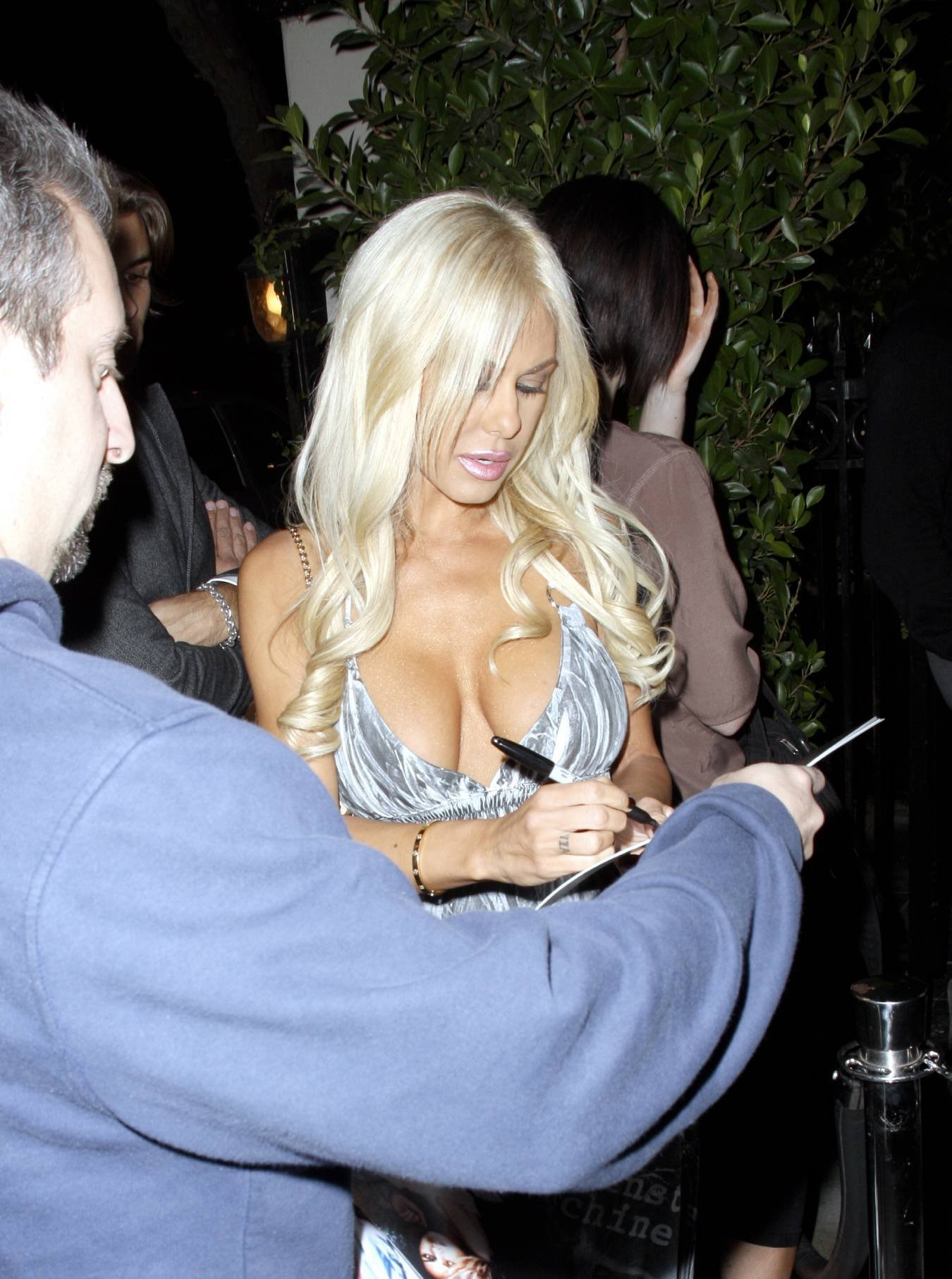 08632_Celebutopia-Shauna_Sand_signs_autographs_at_Crown_Bar_in_Los_Angeles-05_122_1060lo.jpg