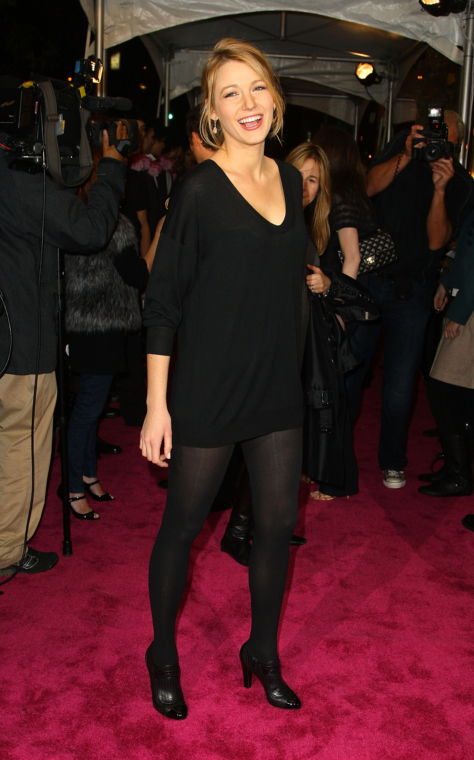 58853_Celebutopia-Blake_Lively-Opening_party_for_Juicy_Couture58s_5th_Avenue_flagship_store-07_122_1120lo.jpg