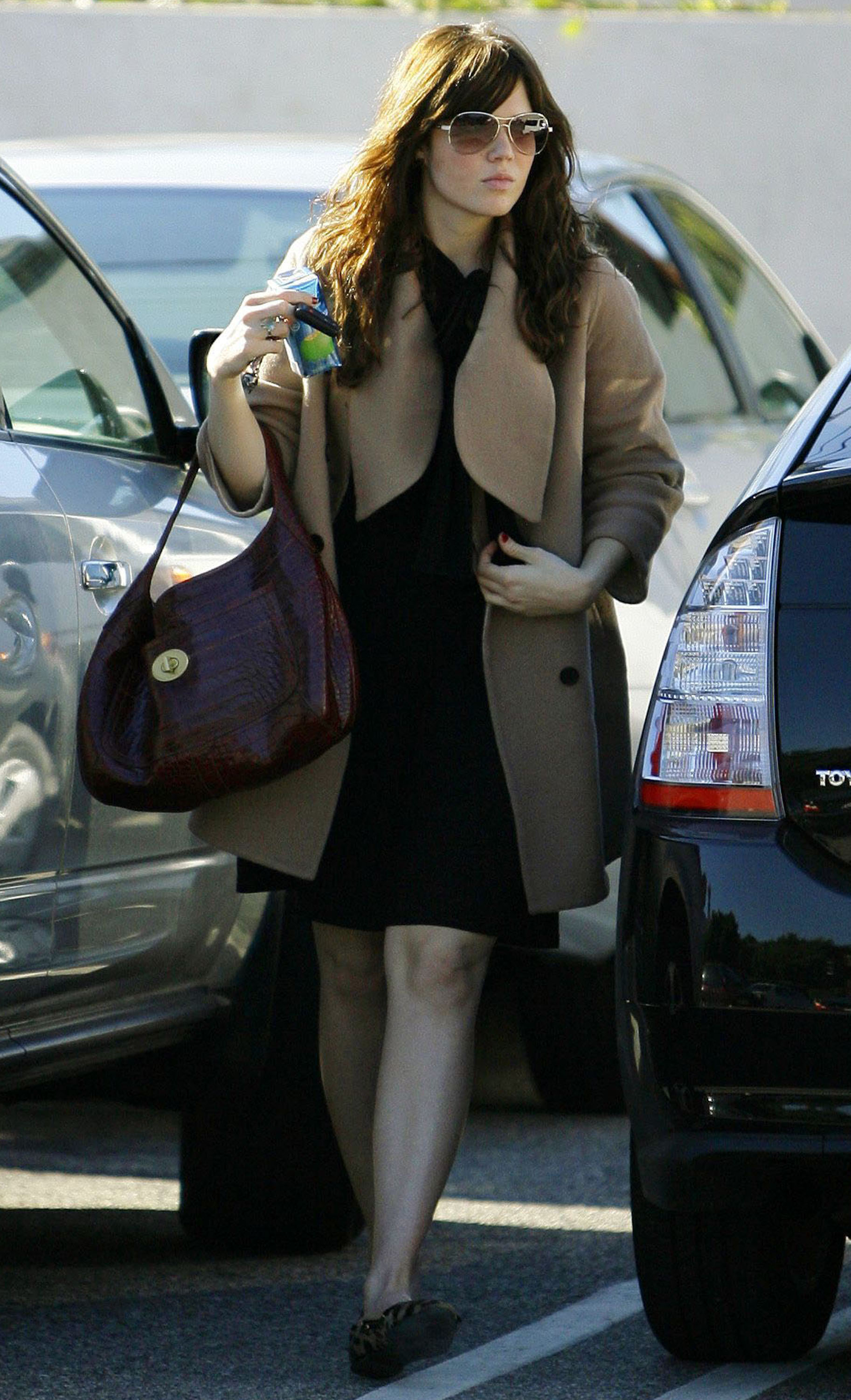 68019_celeb-city.eu_Mandy_Moore_out_and_about_in_West_Hollywood_10.12.2007_22_122_636lo.jpg