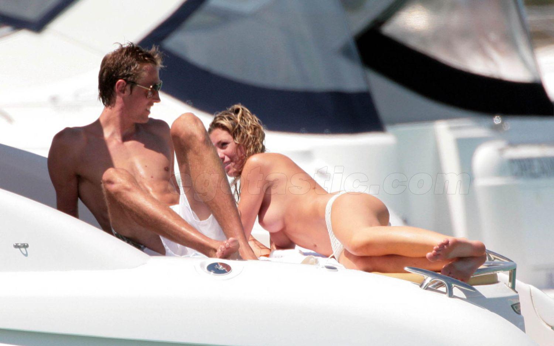 44451_abigail_clancy_topless_nipple_slip_bikini_04_134618_123_1097lo.jpeg