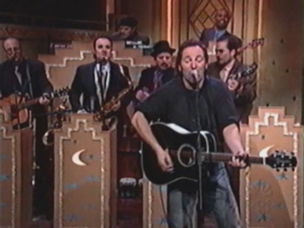 32637_Bruce_Springsteen_-_working_on_the_highway_-_The_Late_Night_With_Conan_O45Brien_-_26-02-1999212-37-318_122_1120lo.JPG