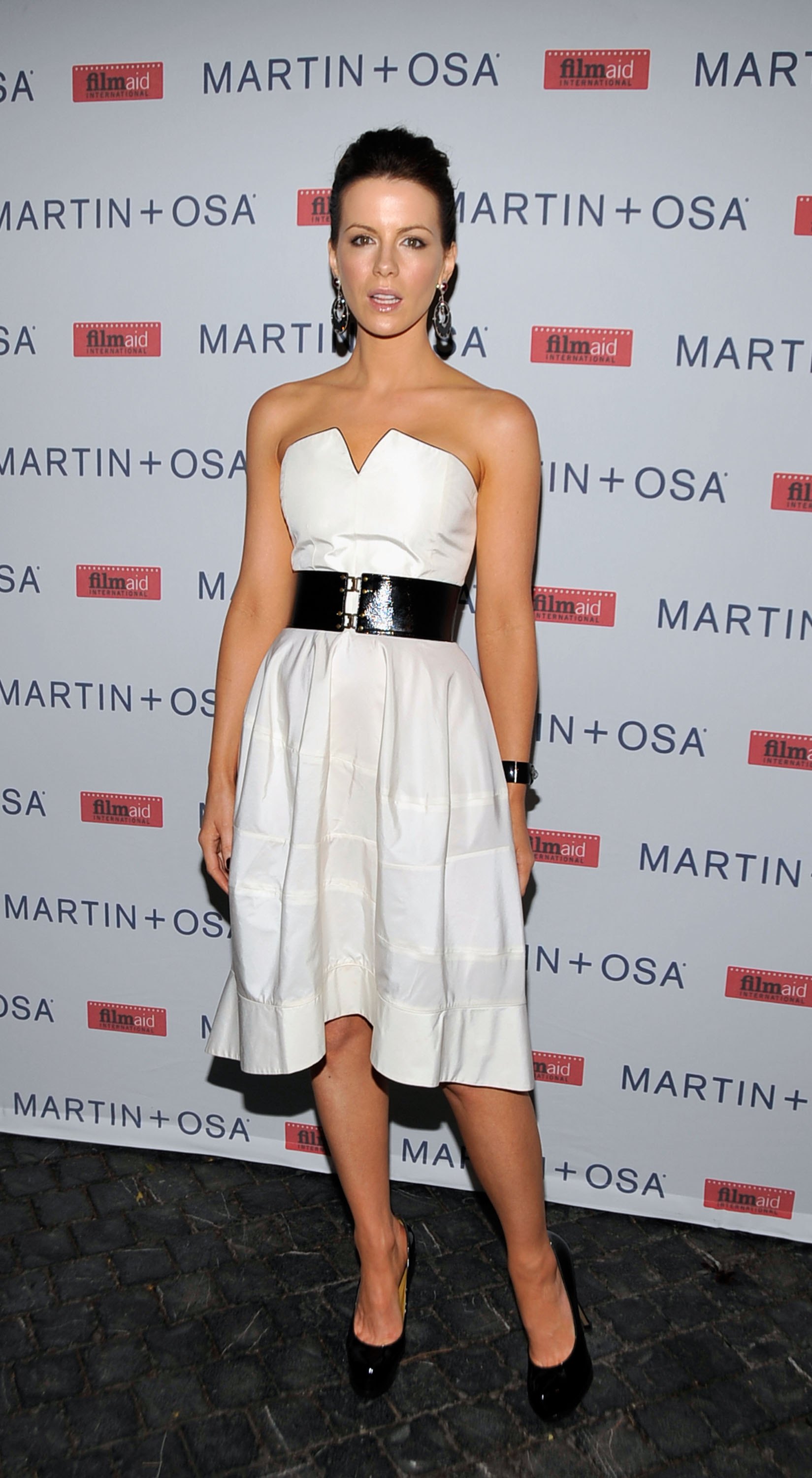 08669_Celebutopia-Kate_Beckinsale-Martin_2_Osa61s_Screening_Of_All_About_Eve_in_Hollywood-11_122_939lo.jpg