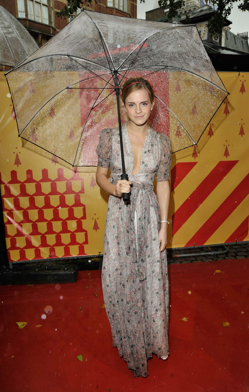 53512_Emma_Watson_HPaTHBP_premiere_in_London04124_122_1177lo.jpg