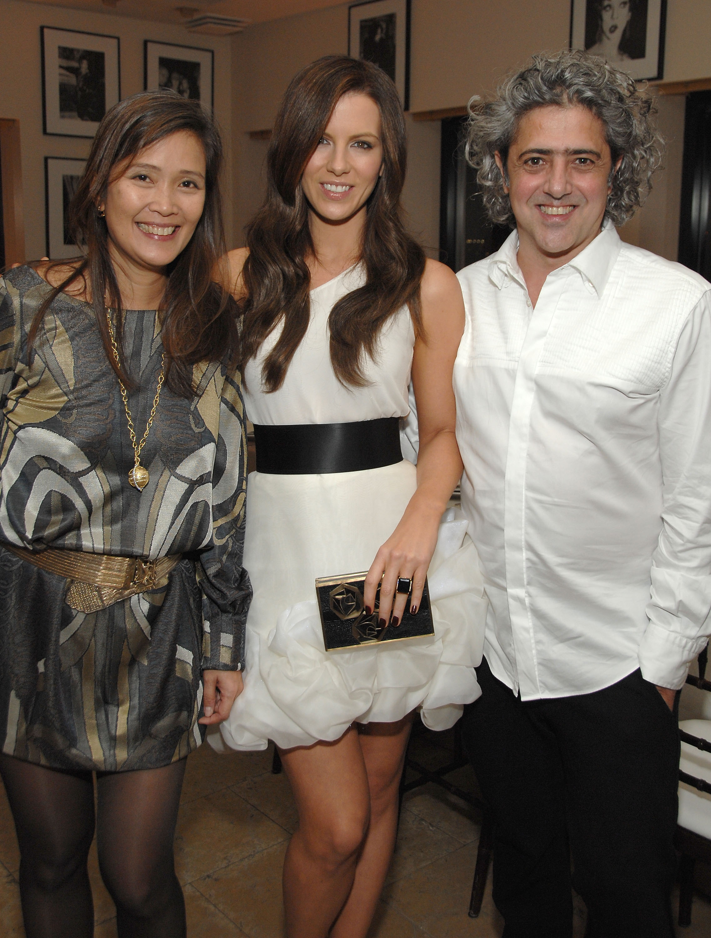 91542_Celebutopia-Kate_Beckinsale-R8Y_Augousti_and_Barneys_dinner_for_Nothing_But_The_Truth-08_122_885lo.jpg