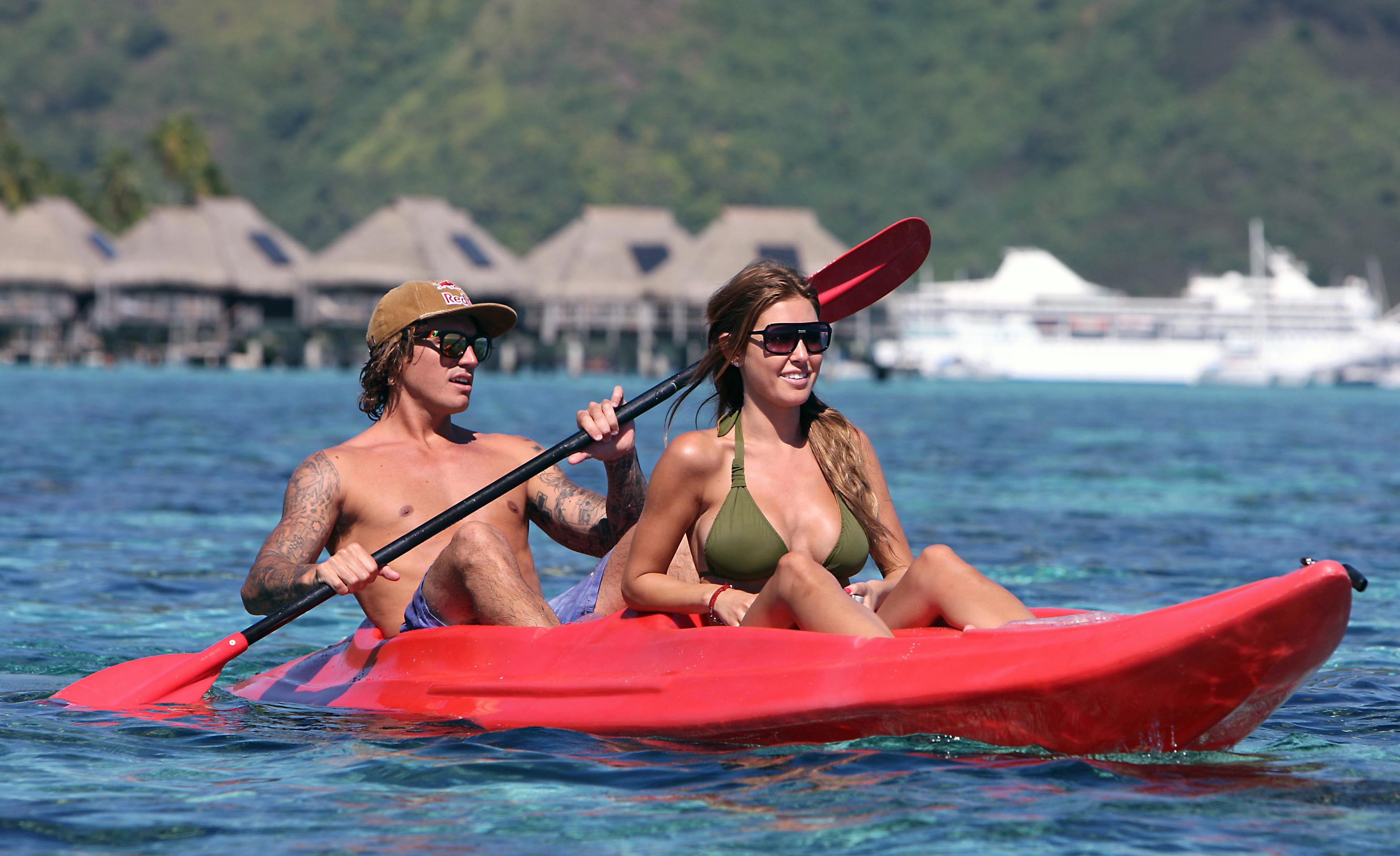 53559_Audrina_Patridge_on_a_tropical_vacation_122_223lo.jpg
