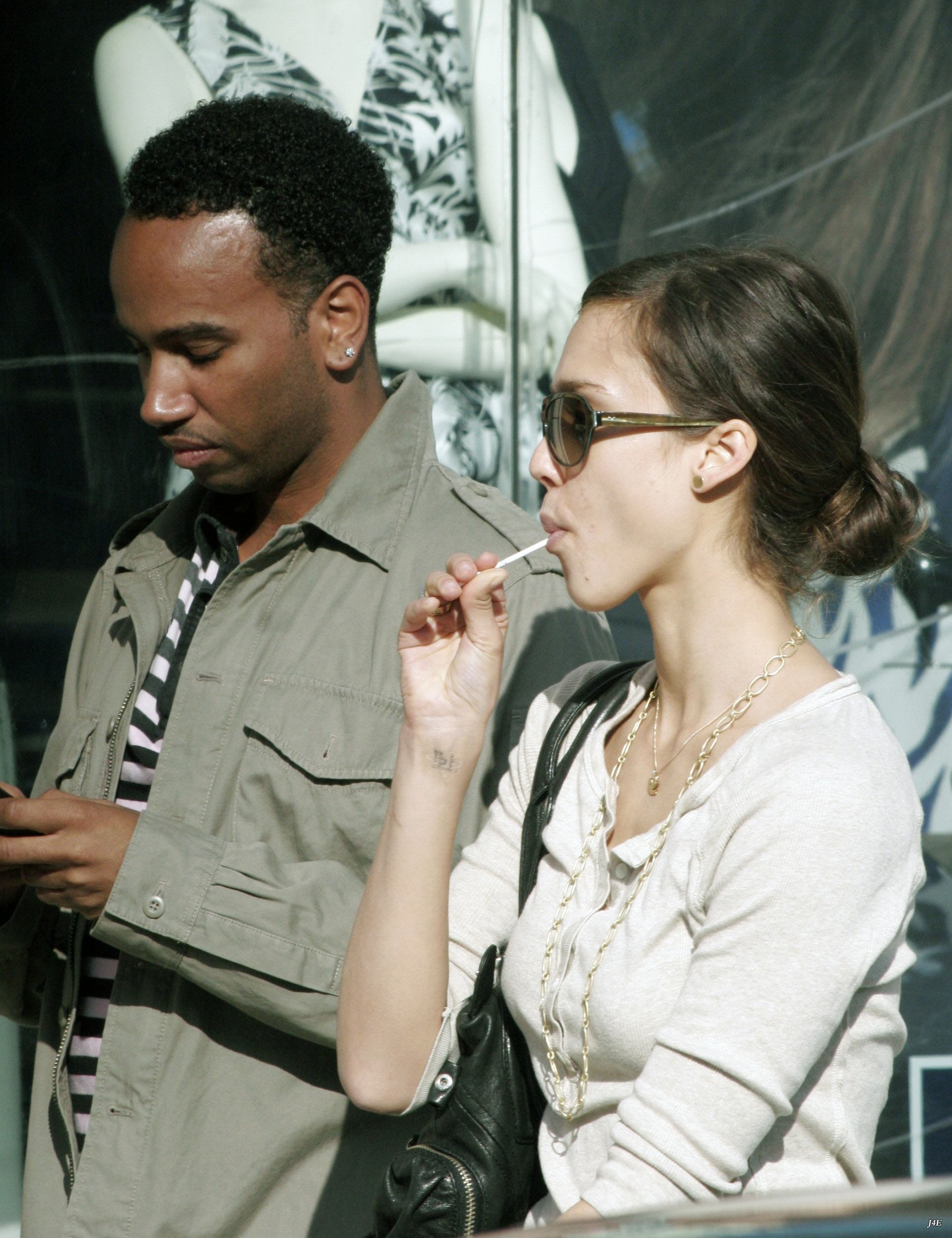 92038_7204985_Jessica_Alba__Out_and_about_in_Hollywood_5__123_482lo.jpg