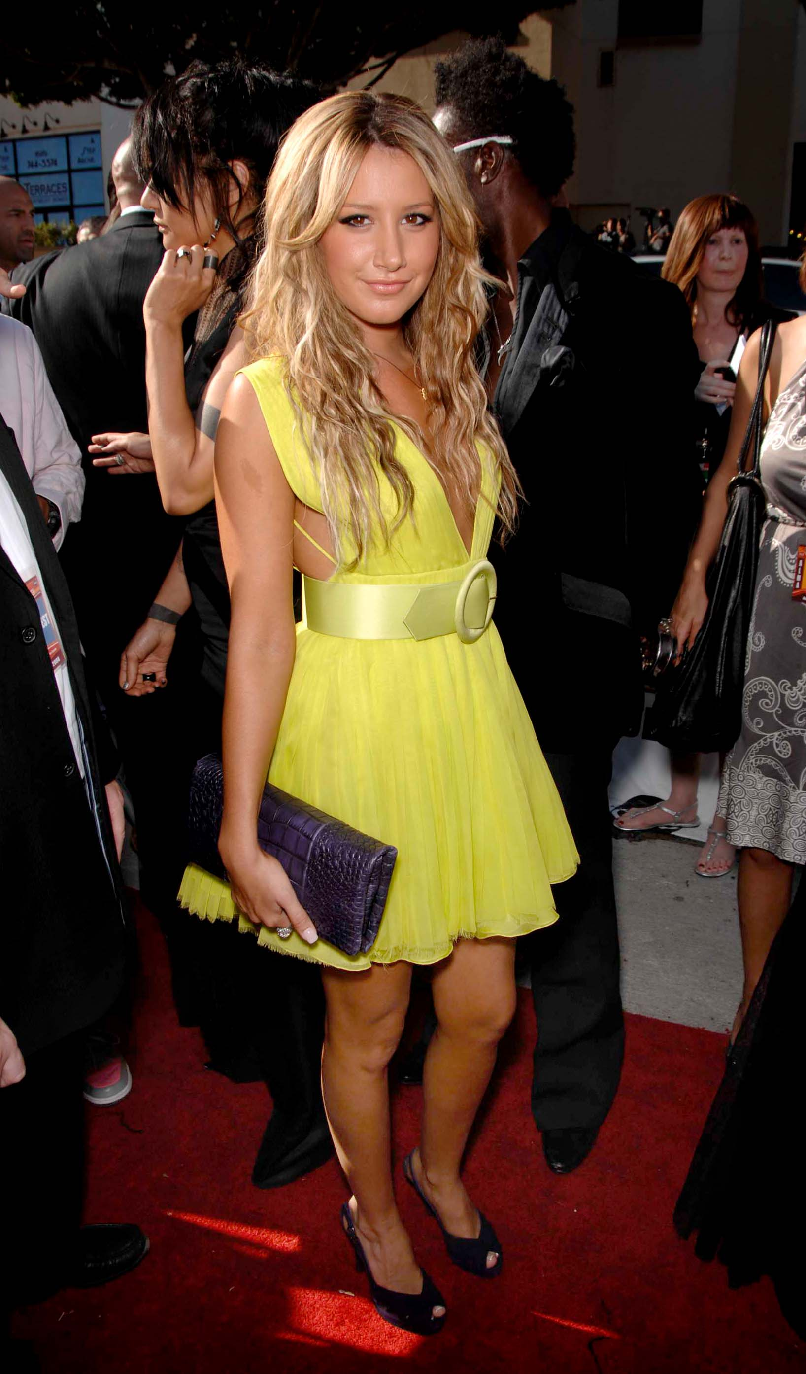 76959_babayaga_Ashley_Tisdale_ALMA_Awards_08-17-2008_94_123_789lo.jpg