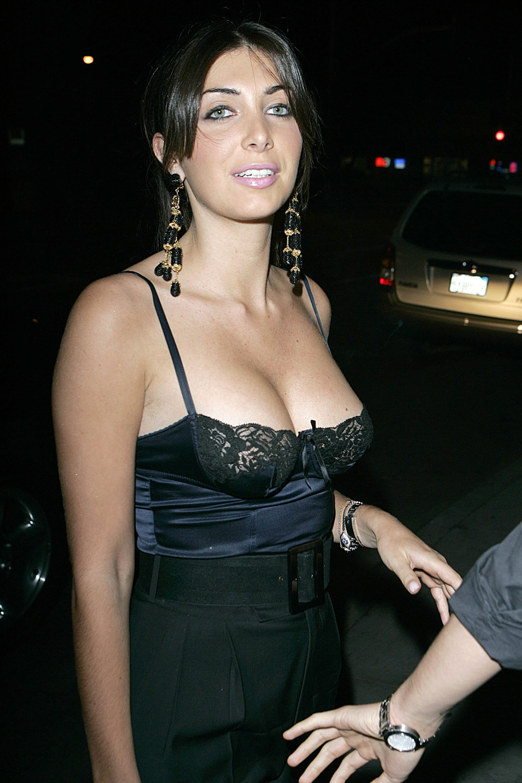37474_Brittny_Gastineau_2008-10-22_-_arrives_at_Crown_Bar_in_Hollywood_122_854lo.jpg