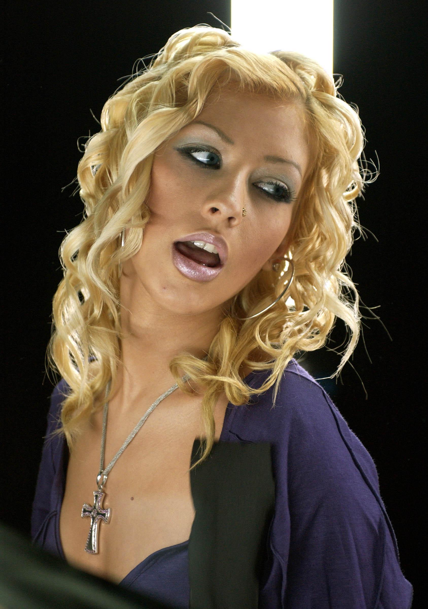 65911_Christina_Aguilera-001823_122_924lo.jpg