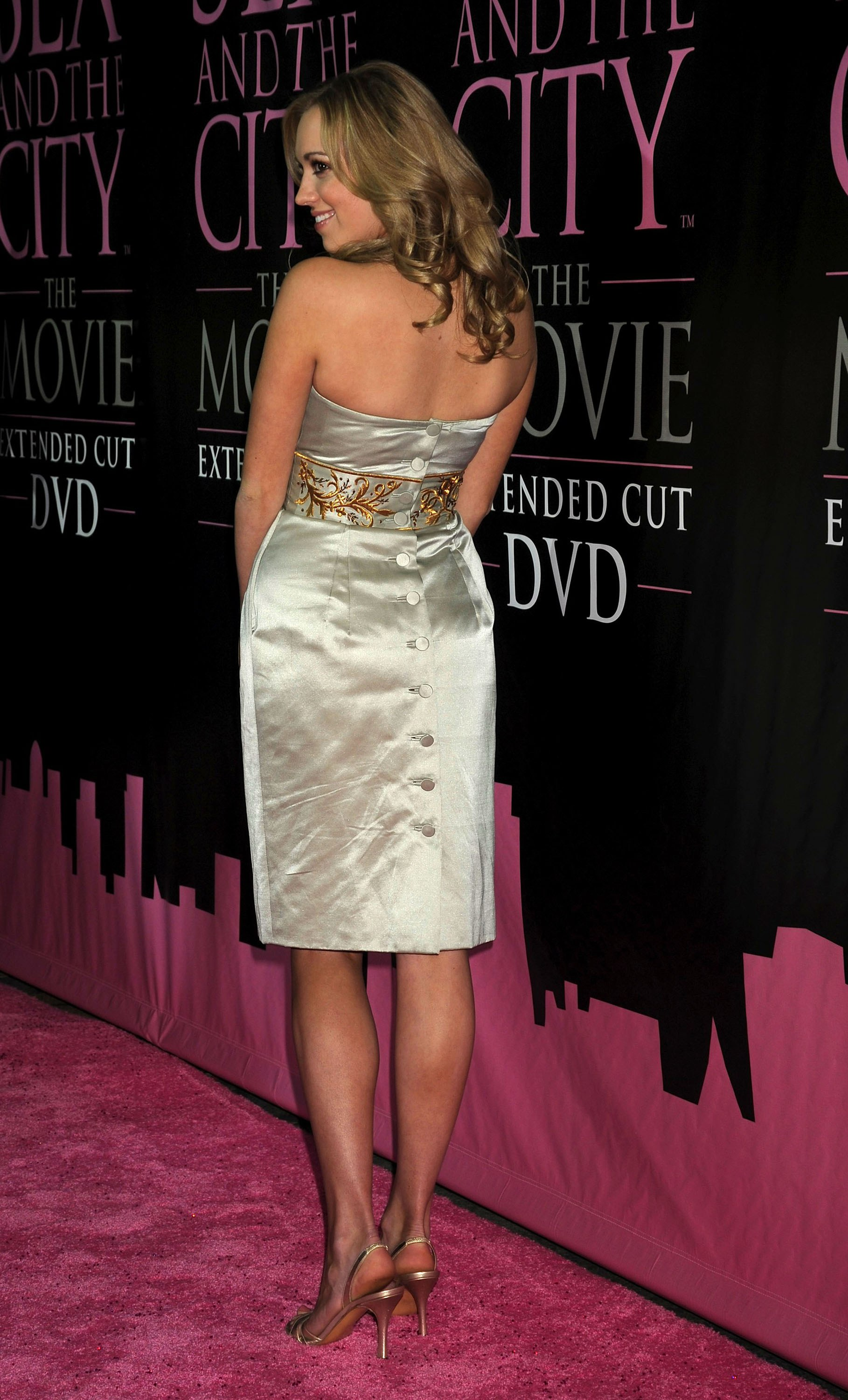 26833_Andrea_Bowen_-_36Sex_and_the_City-_The_Movie45_DVD_launch_CU_ISA_0014_122_1070lo.jpg