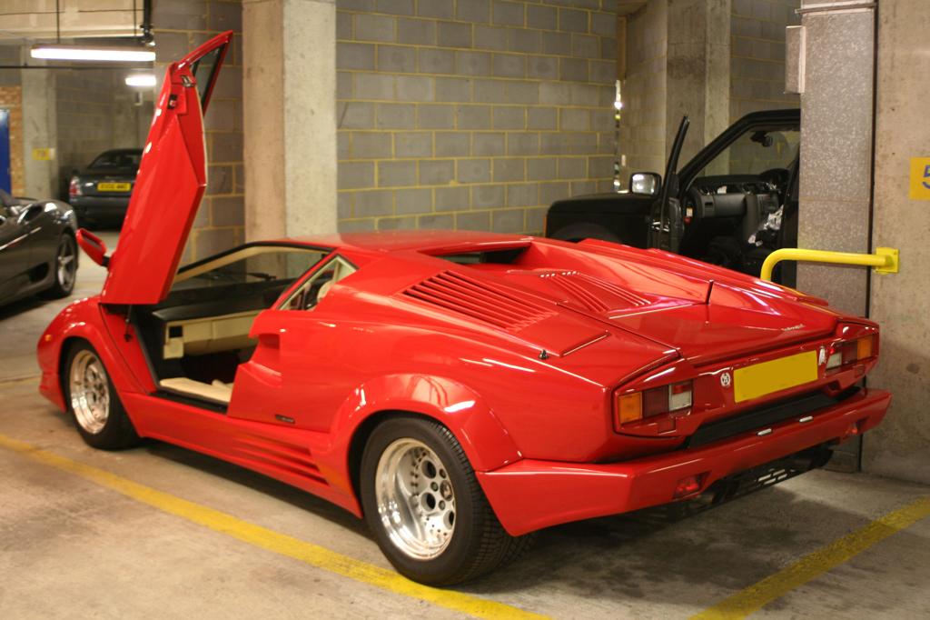 05823_Lamborghini_Countach_679_122_137lo.jpg