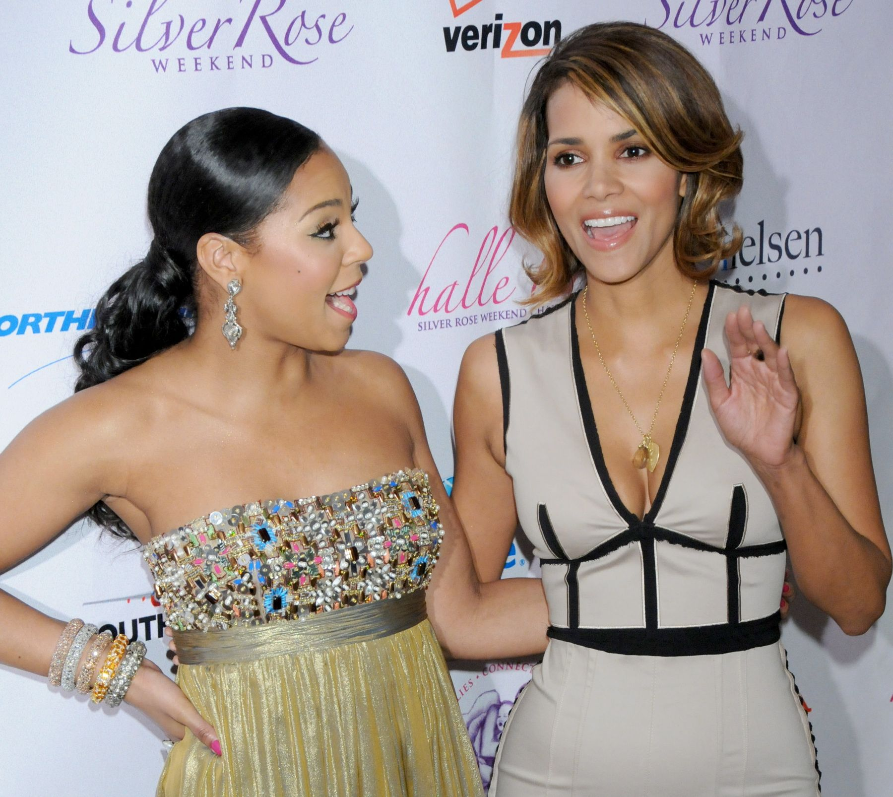 64123_Halle_Berry_2009_Jenesse_Silver_Rose_Gala_Auction_in_Beverly_Hills_114_122_222lo.jpg