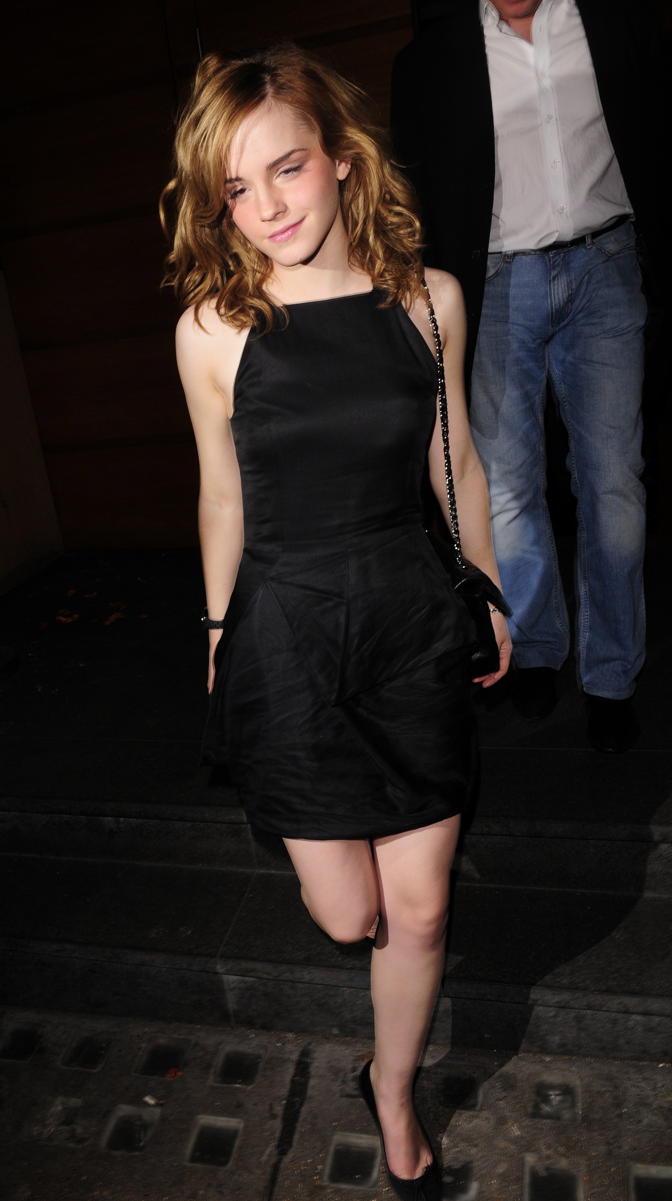 86421_celeb-city.org_Emma_Watson_arriving_for_her_18th_birthday_party_29_123_1152lo.jpg