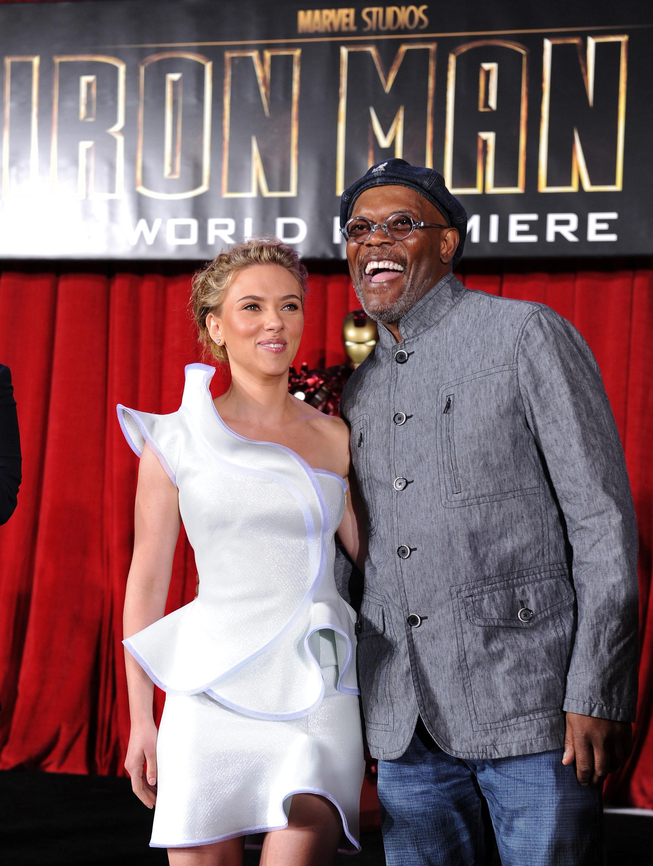 50397_celebrity_paradise.com_Scarlett_Johansson_Iron_Man_2_World_Premiere_in_Hollywood_26.04.2010_23_122_527lo.jpg
