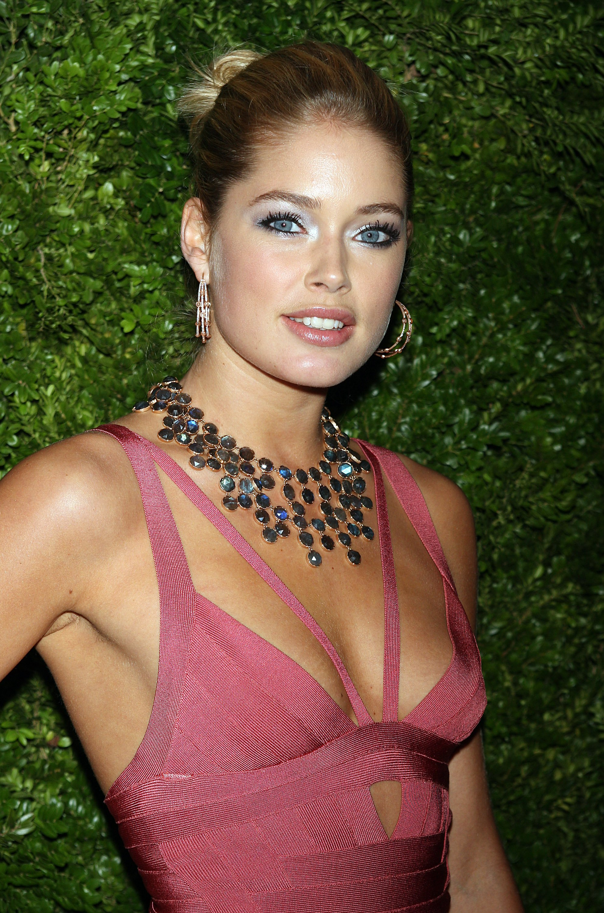 92020_Celebutopia-Doutzen_Kroes-5th_Anniversary_of_the_CFDAVogue_Fashion_Fund_-07_122_870lo.jpg