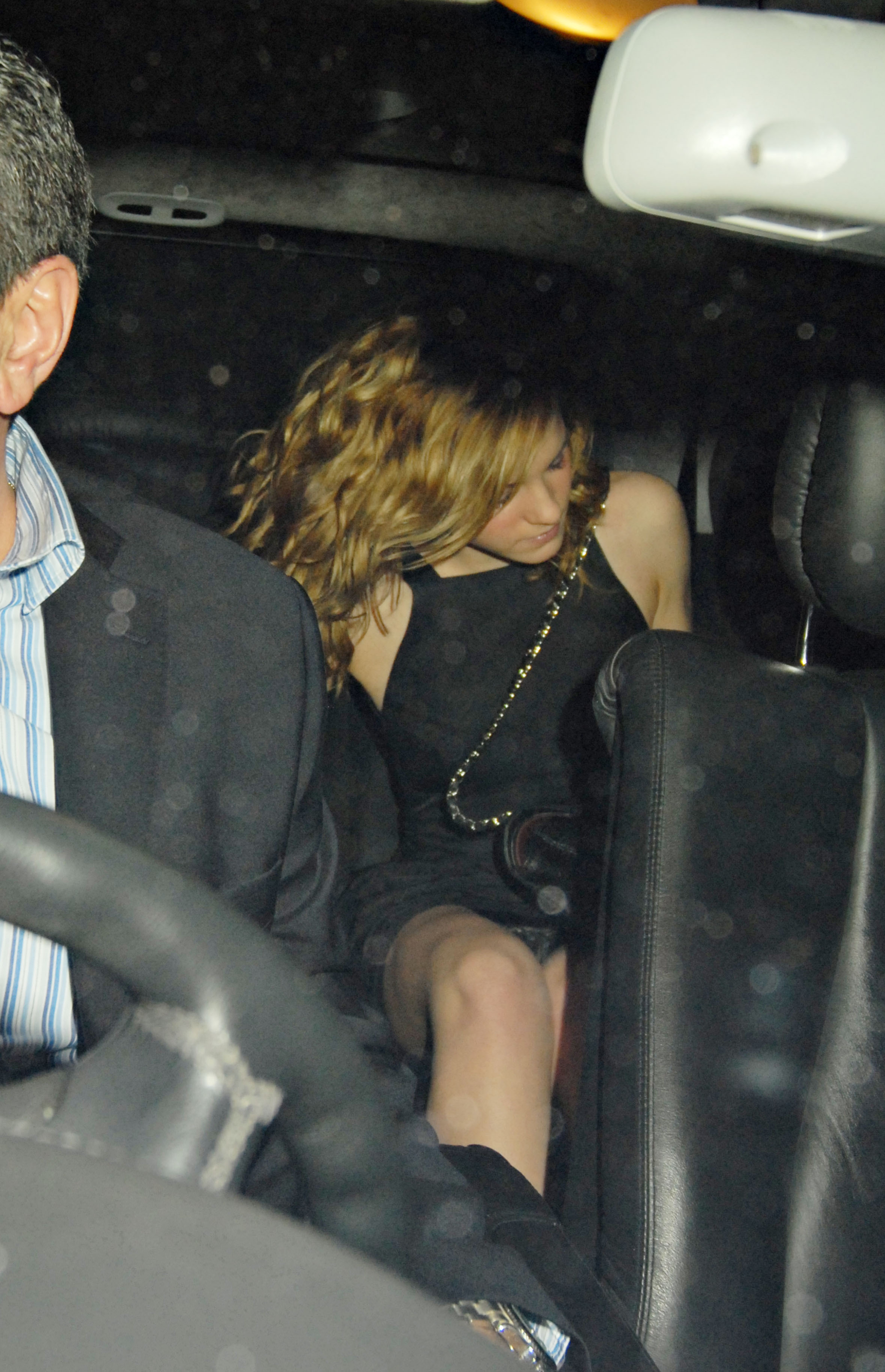 85452_celeb-city.org_Emma_Watson_arriving_for_her_18th_birthday_party_18_123_111lo.jpg