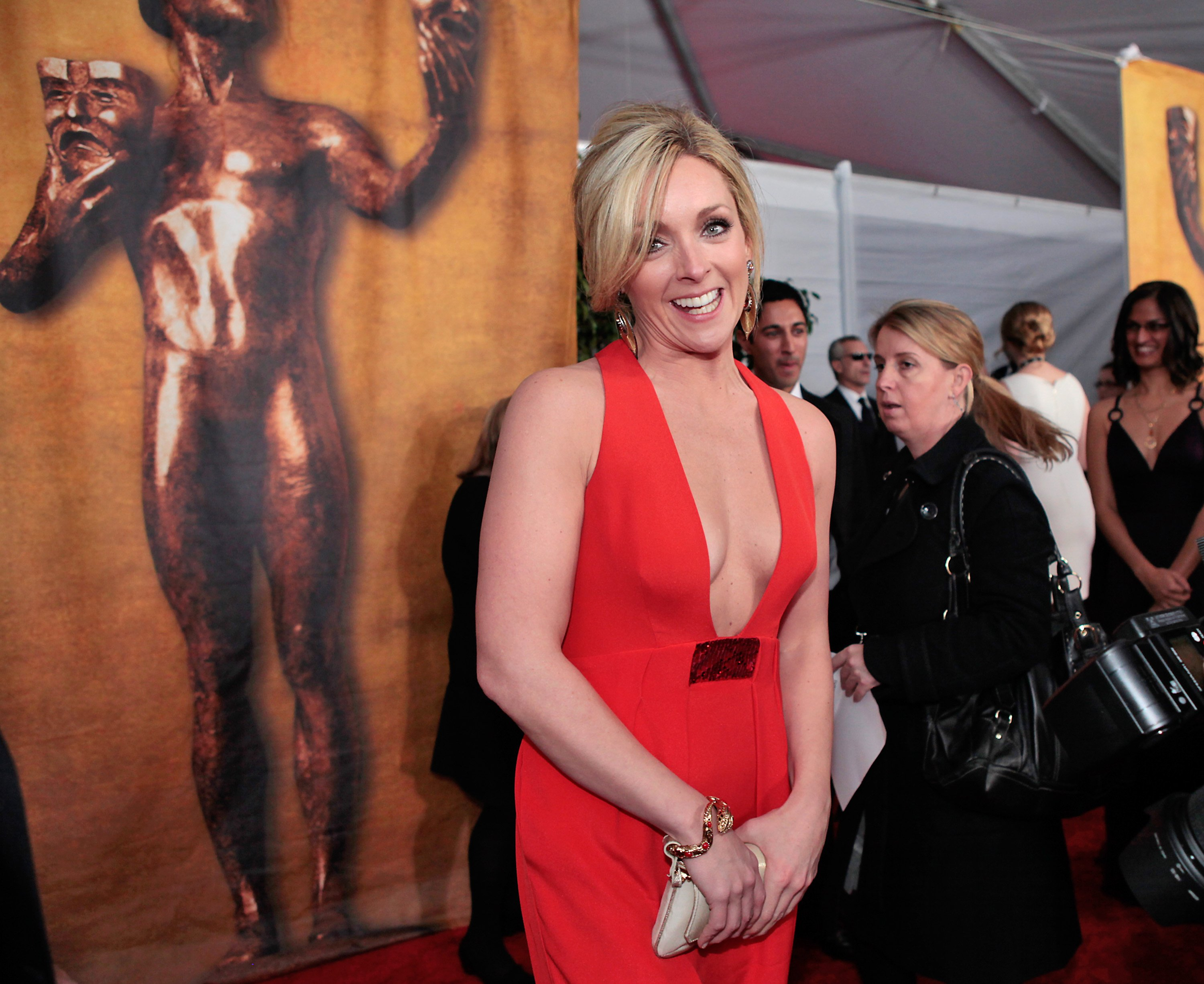 32550_Celebutopia-Jane_Krakowski_arrives_at_the_15th_Annual_Screen_Actors_Guild_Awards-02_122_134lo.jpg