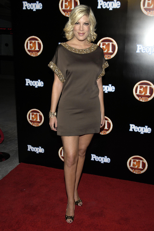 00274_Celebutopia-Tori_Spelling-Entertainment_Tonight_Emmy_party-01_122_21lo.jpg