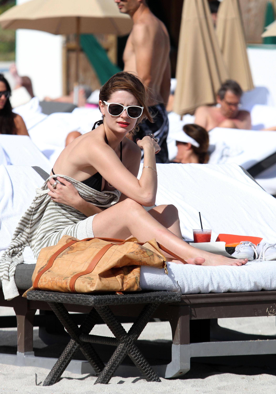 311827556_Mischa_Barton_Bikini_Candids_on_the_Beach_in_Miami_December_27_2011_110_122_393lo.jpg