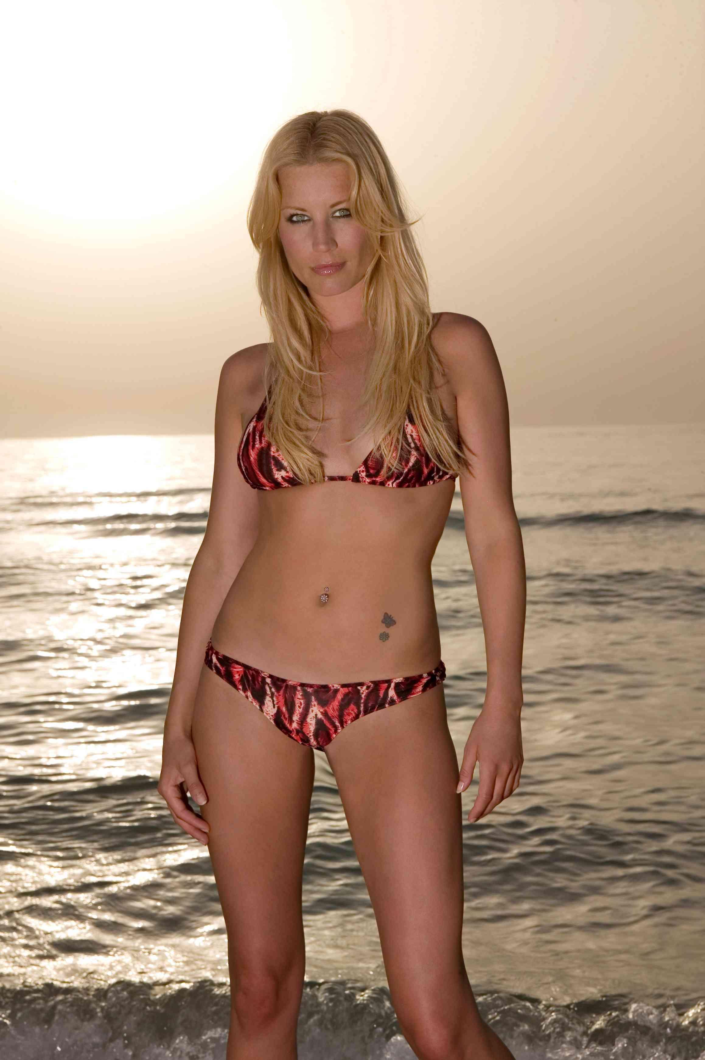 33717_Denise_Van_Outen_Bikini_Wahb_Mabkhout_PS_1_122_582lo.jpg