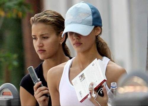 97161_24.10.2007_-_Jessica_mit_Cousine_unterwegs_in_Beverly_Hills_005_122_240lo.jpg