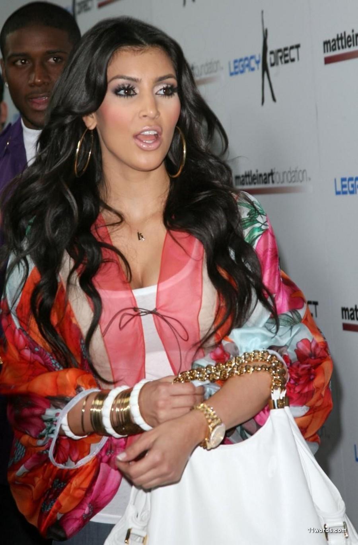 016898704_Kim_Kardashian48_122_52lo.jpg