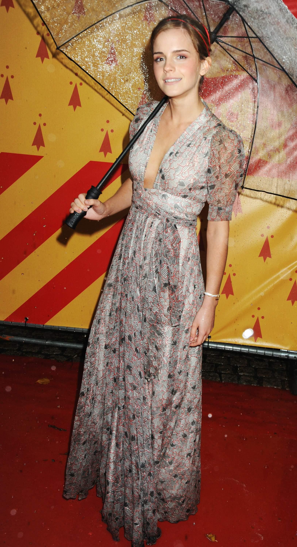 52076_Emma_Watson_HPaTHBP_premiere_in_London04081_122_584lo.jpg