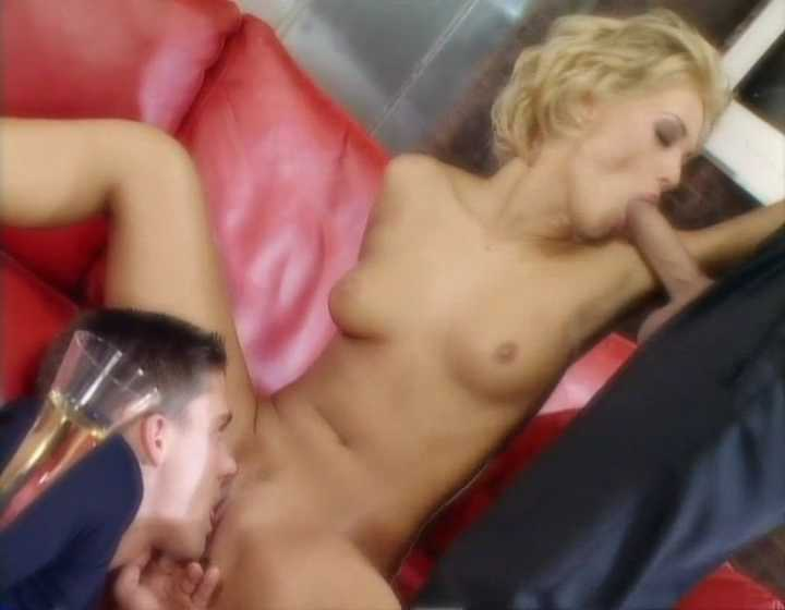 152284694_DPLoureenKissSandraIron_WithoutLimits2_PenthouseGreatestMoments3.mp4_snapshot_01.55_2019.02.13_15.51.45_123_548lo.jpg