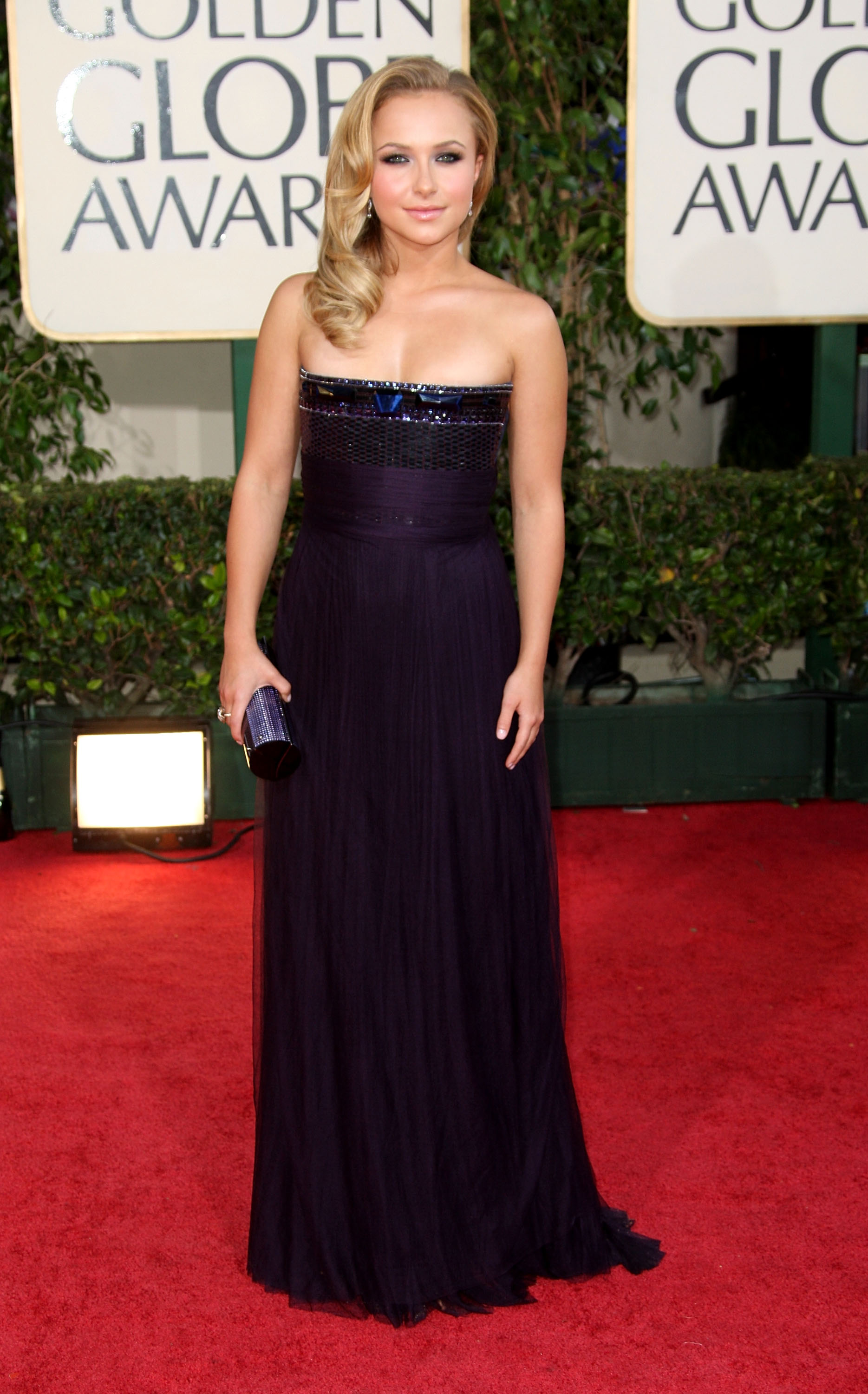 22564_Celebutopia-Hayden_Panettiere_arrives_at_the_66th_Annual_Golden_Globe_Awards-03_122_181lo.jpg