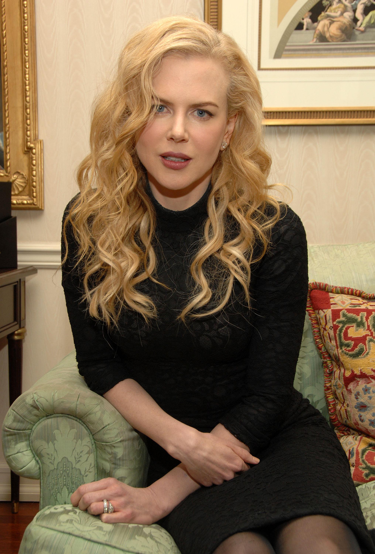 52198_Celebutopia-Nicole_Kidman-Photoshoot_at_The_Waldorf_Astoria_in_New_York-14_122_336lo.jpg