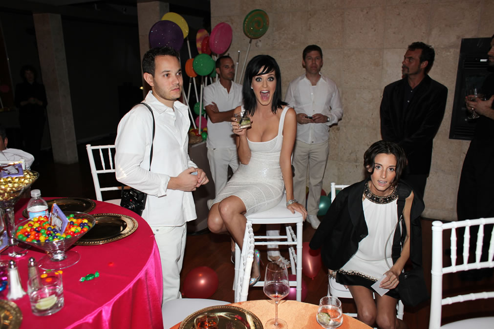 74263_Katy_Perry_25th_Birthday_Party-3_122_584lo.jpg