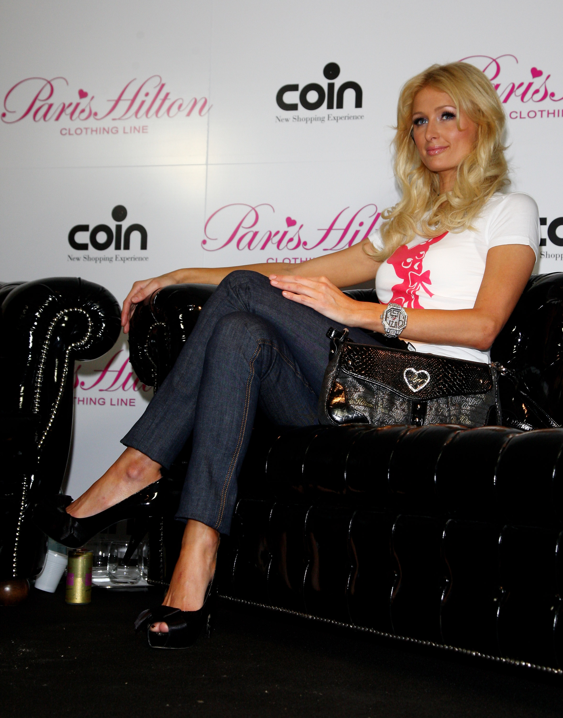 11940_Celebutopia-Paris_Hilton-Launch_of_Paris_Hilton_clothing_line-61_122_971lo.jpg