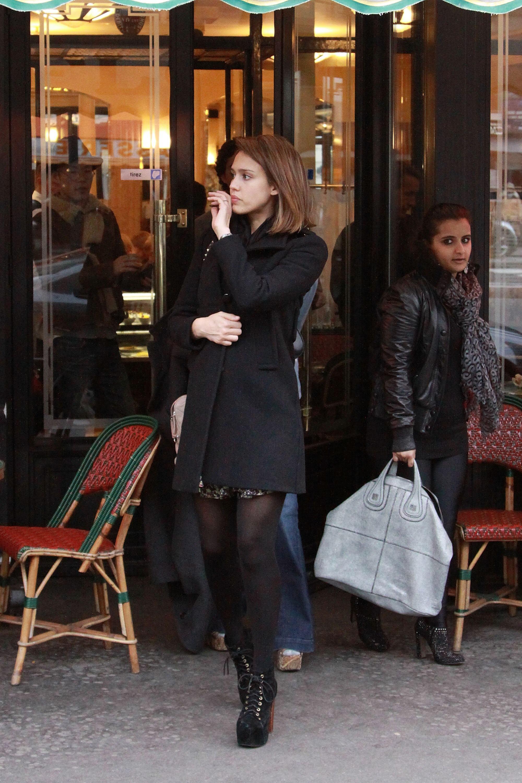 26063_Jessica_Alba_Sighting_in_Paris6_122_1113lo.jpg