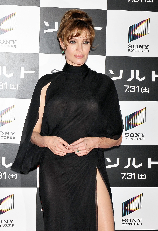 21601_Angelina_Jolie_Salt_Premiere_Tokyo.32_122_13lo.jpg