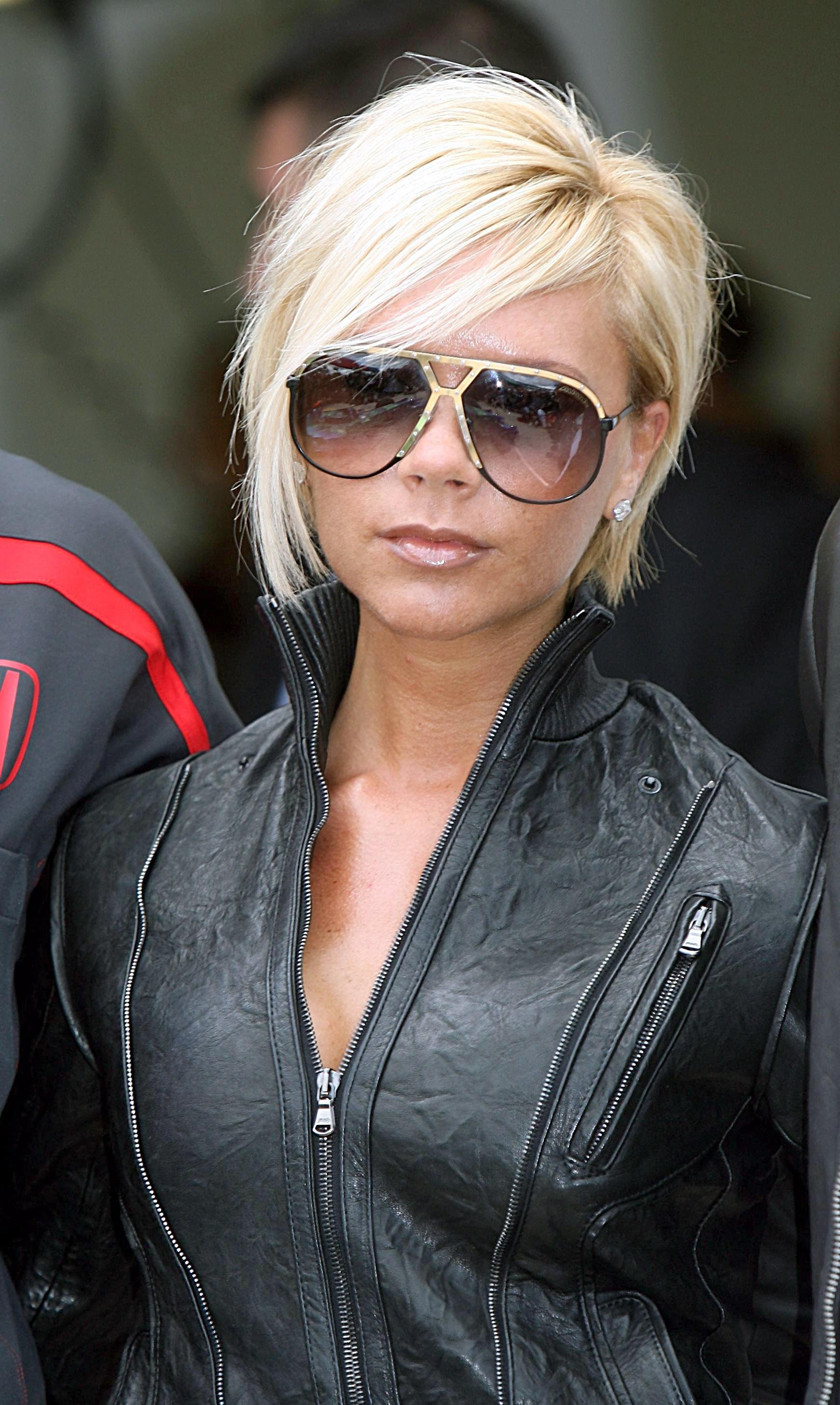 97411_celeb-city.eu_Victoria_Beckham_Formula_One_Grand_Prix_at_Silverstone_033_123_471lo.jpg