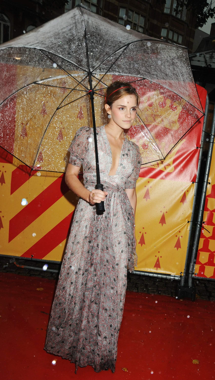 53234_Emma_Watson_HPaTHBP_premiere_in_London04111_122_103lo.jpg