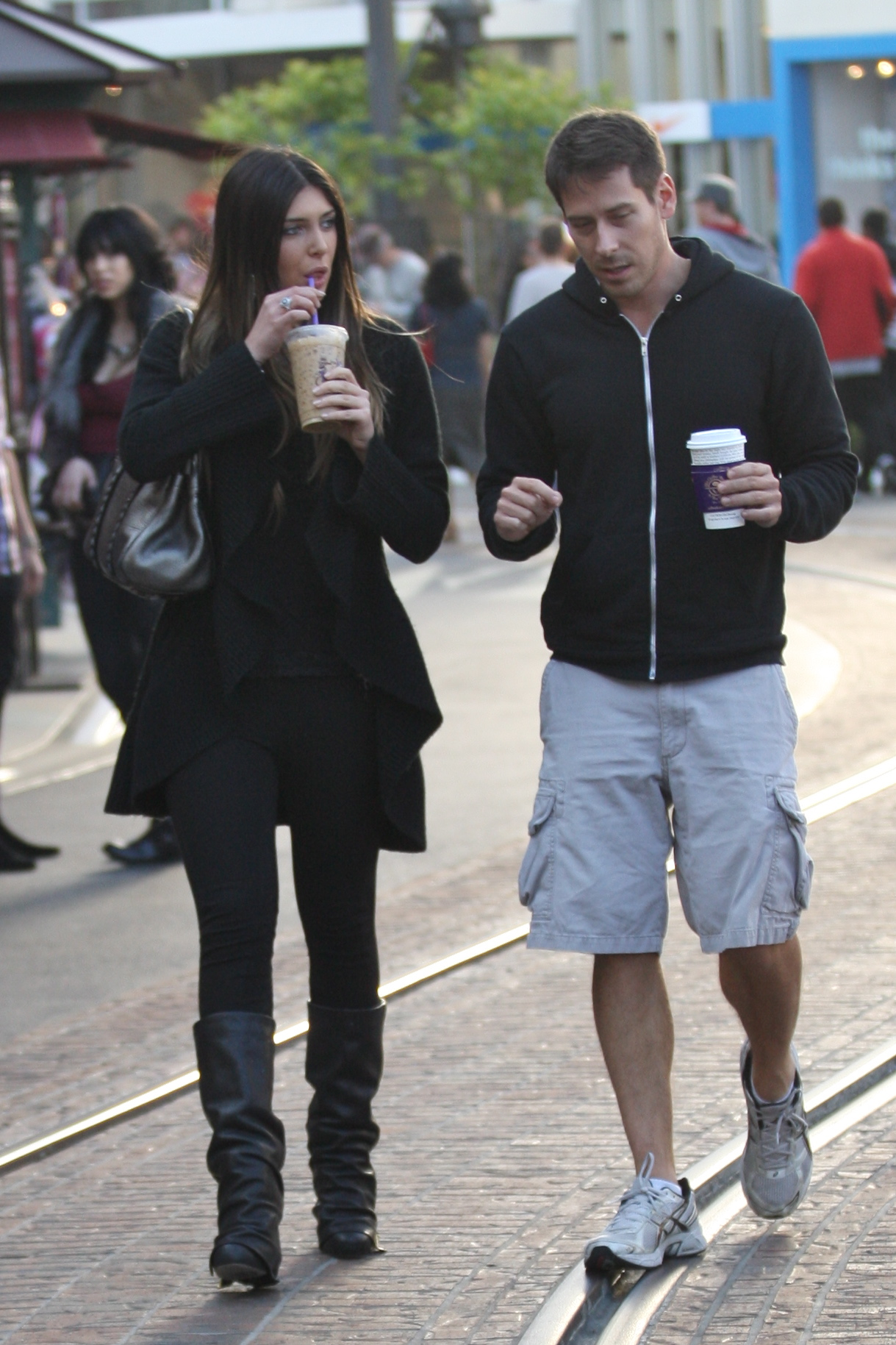 24891_celebrity-paradise.com-The_Elder-Brittny_Gastineau_2010-01-31_-_out_shopping_in_Hollywood_622_122_234lo.jpg