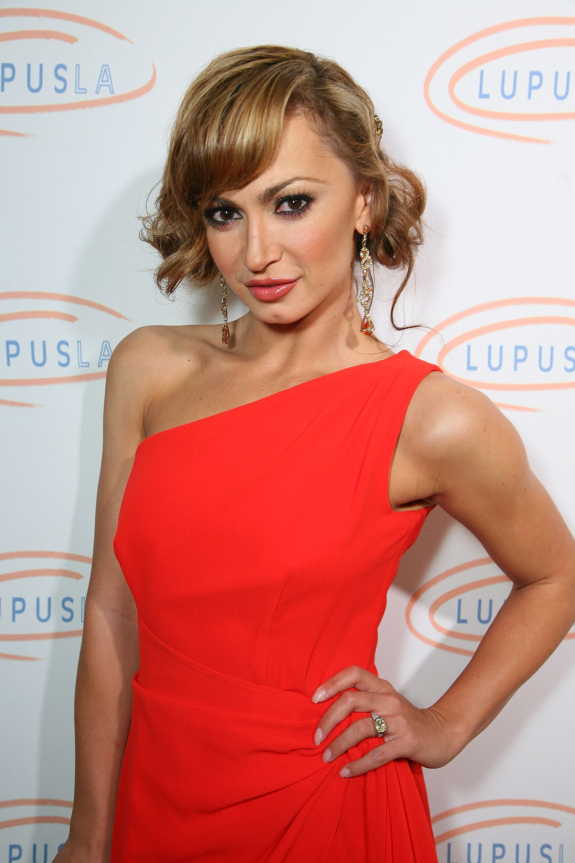 30370_Karina_Smirnoff_2008-11-07_-_Lupus_LA4s_Sixth_Annual_Hollywood_Bag_Ladies_Luncheon_in_Beverly_H_9158_122_366lo.jpg