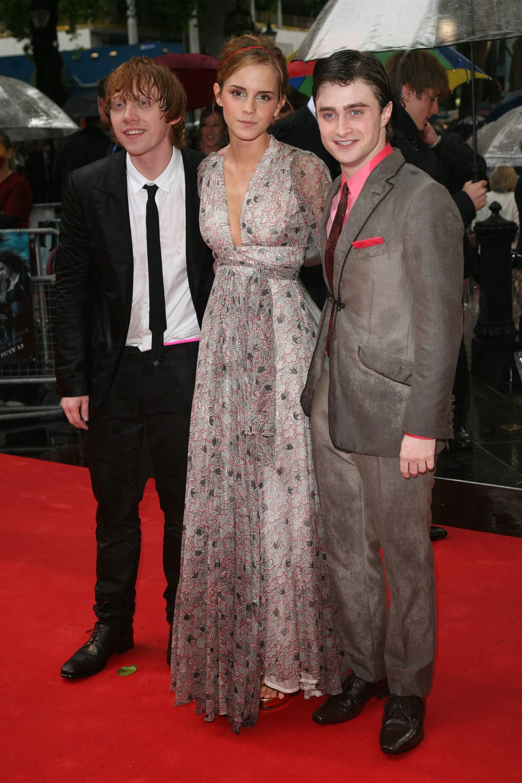 52351_Emma_Watson_HPaTHBP_premiere_in_London04089_122_488lo.jpg