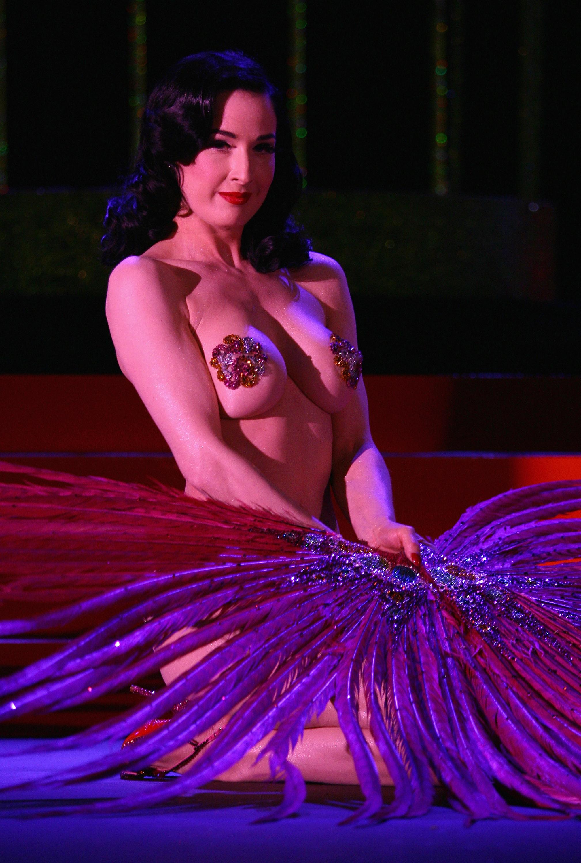 42232_Celebutopia-Dita_Von_Teese_performs_on_stage_at_Erotica_2007-12_123_507lo.jpg