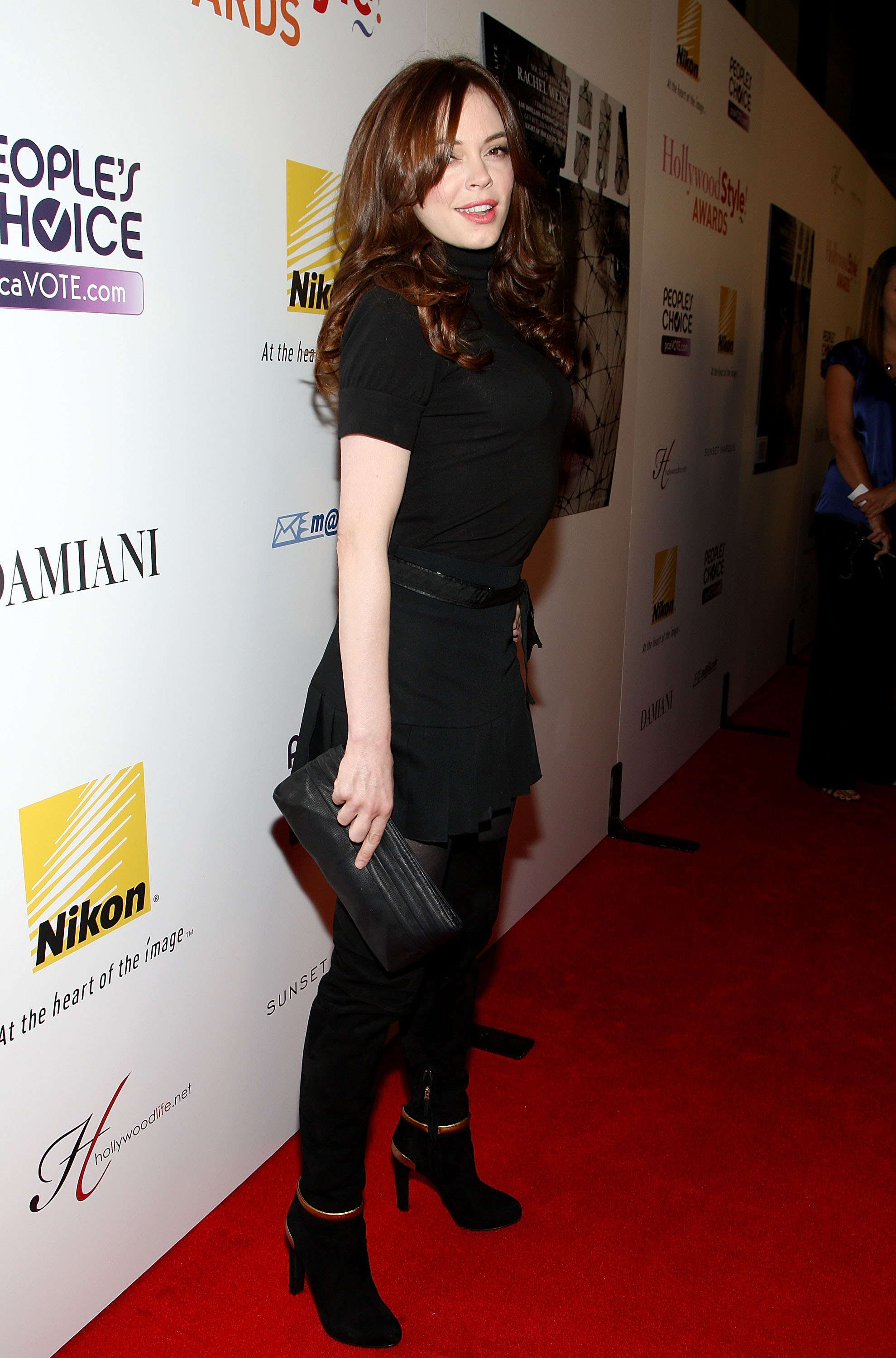 95211_Celebutopia-Rose_McGowan-Hollywood_Life2s_5th_annual_Hollywood_Style_Awards-02_122_565lo.jpg
