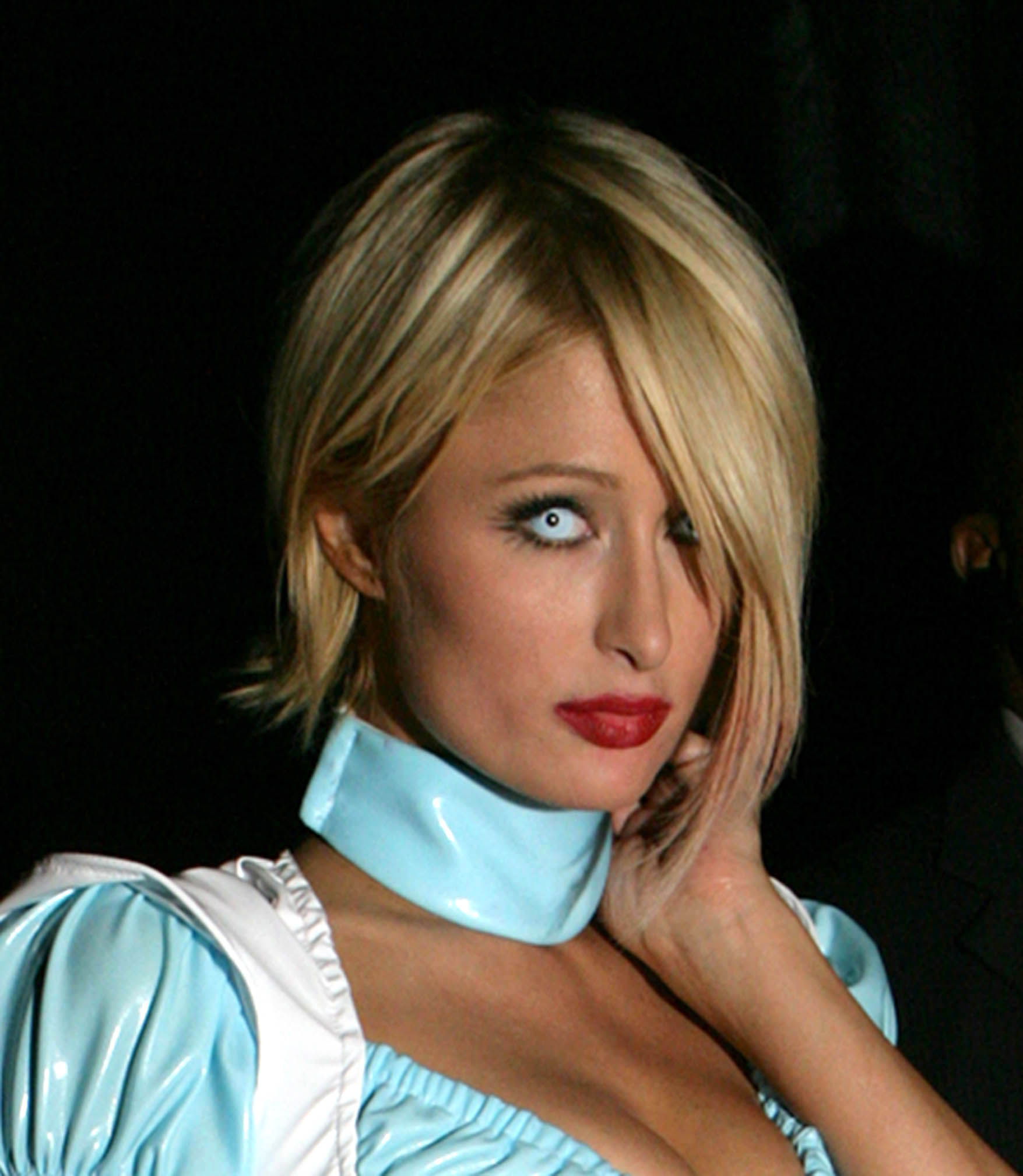 03974_celeb-city.eu_Paris_Hilton_at_the_Halloween_Party_in_Beverly_Hills_27.10.2007_04_123_63lo.jpg