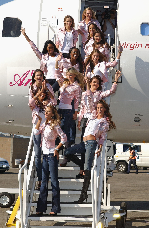 60195_celeb-city.eu_VS_Angels_arrive_at_LA_airport_11-12-2007_004_123_63lo.jpg