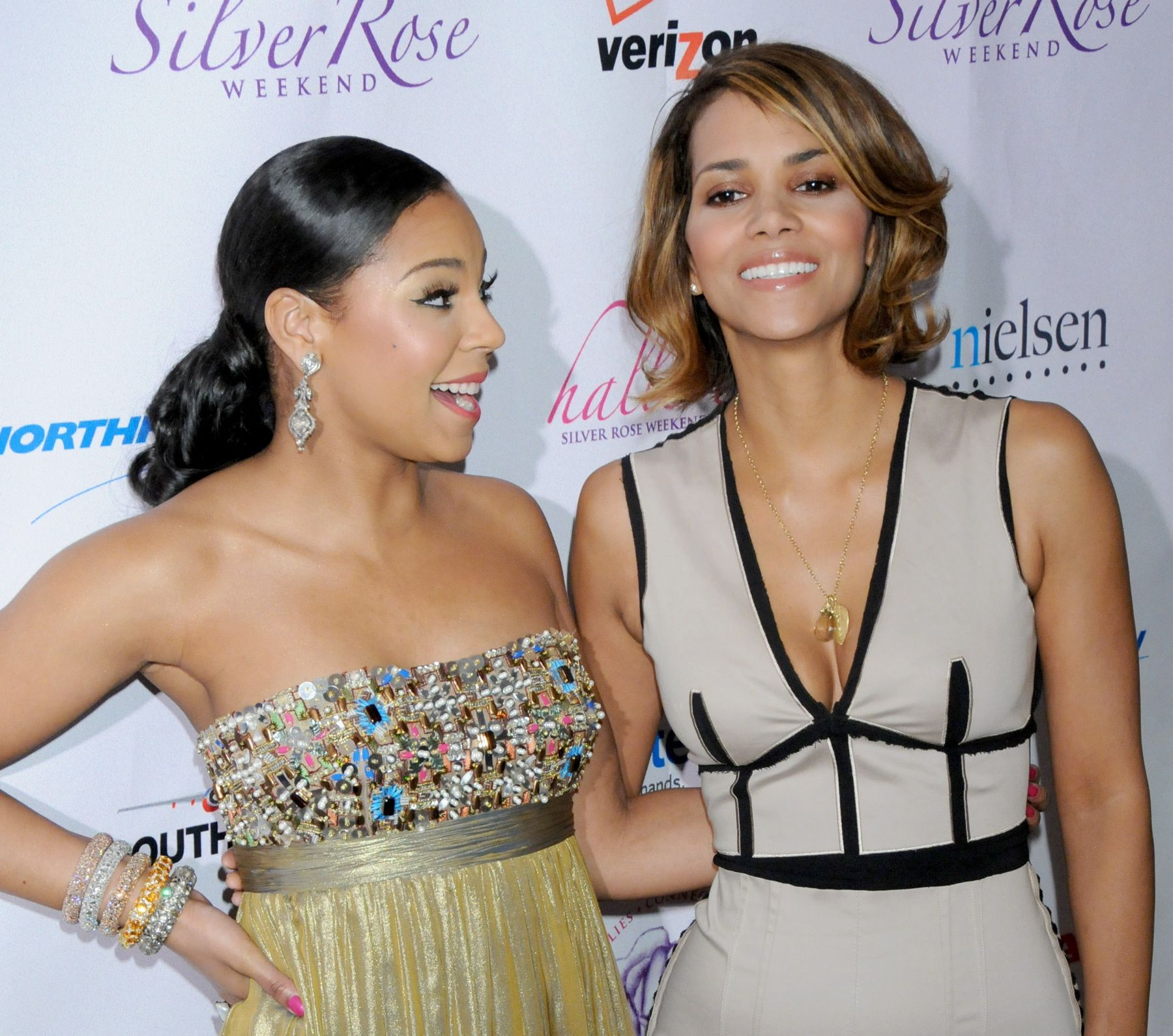 64129_Halle_Berry_2009_Jenesse_Silver_Rose_Gala_Auction_in_Beverly_Hills_110_122_459lo.jpg