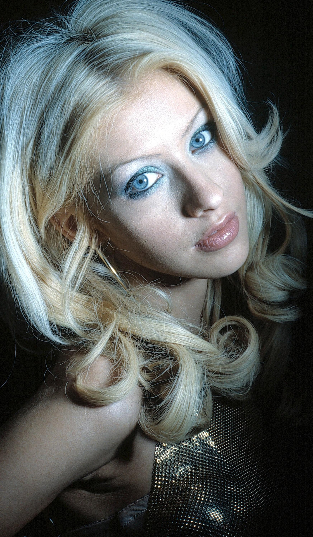 62208_Christina_Aguilera-001770_122_466lo.jpg