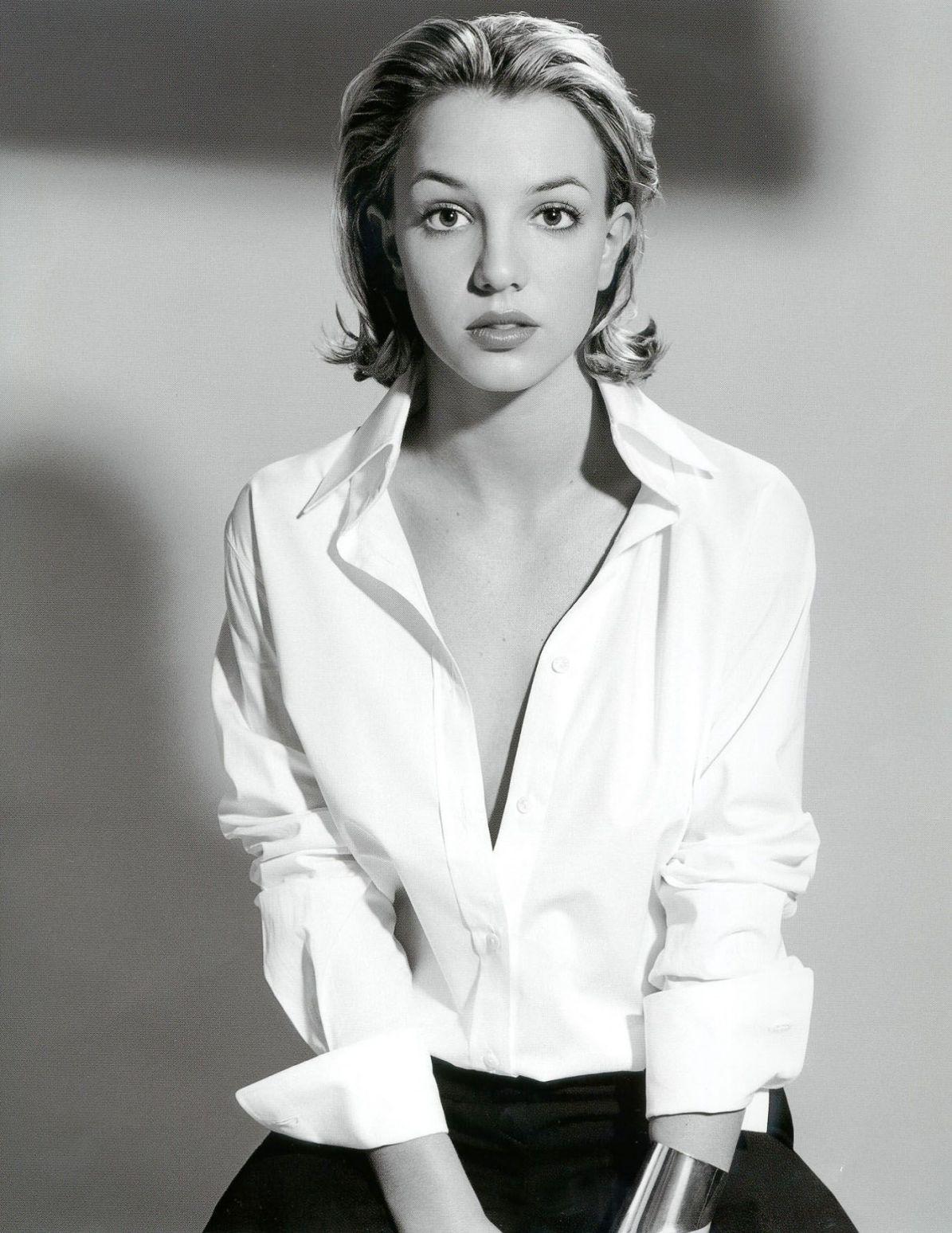 48548_Britney_Spears_-_White_shirt_-_BW_-_001-Sclp_122_519lo.Jpg